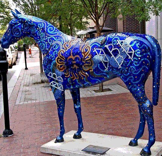 Фото синей лошади
