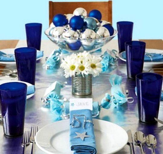 Новогодний стол синей лошади