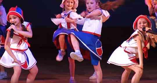 Детская шоу-группа Киндер-сюрприз