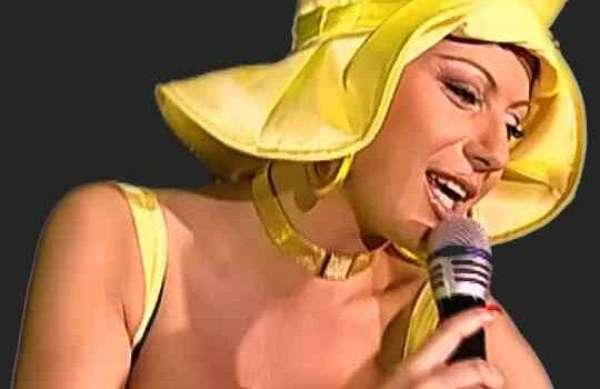 Певица Камелия